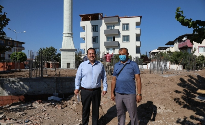 Akhisar Belediyesi'nden depremde zarar gören caminin yapımına destek
