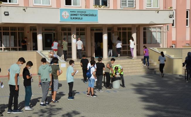 Bursluluk sınavına yoğun katılım