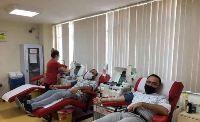 Covid-19'u atlatan başkanlardan plazma kan bağışı