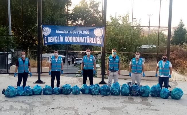 Genç imamlar Ağlayan Kaya'da çevre temizliği yaptı
