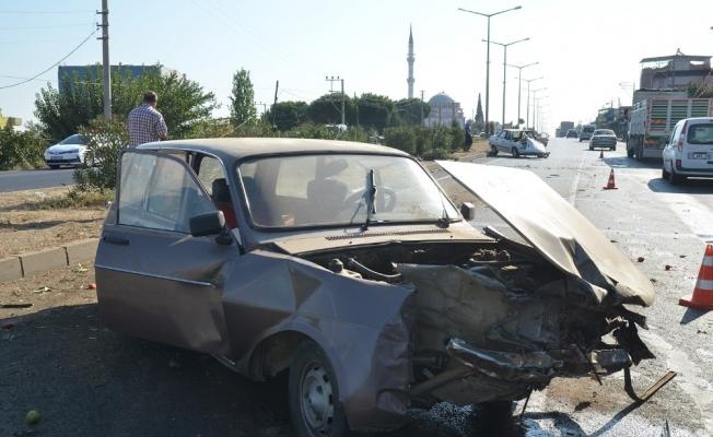 Kontrolden çıkan otomobil karşı şeride geçti: 4 yaralı