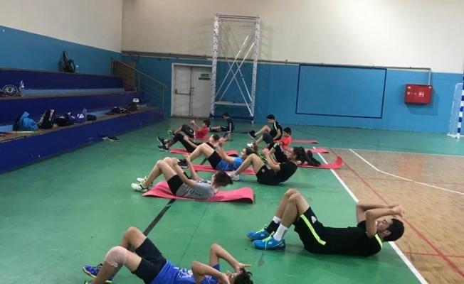 Manisalı badmintonculardan yoğun antrenman