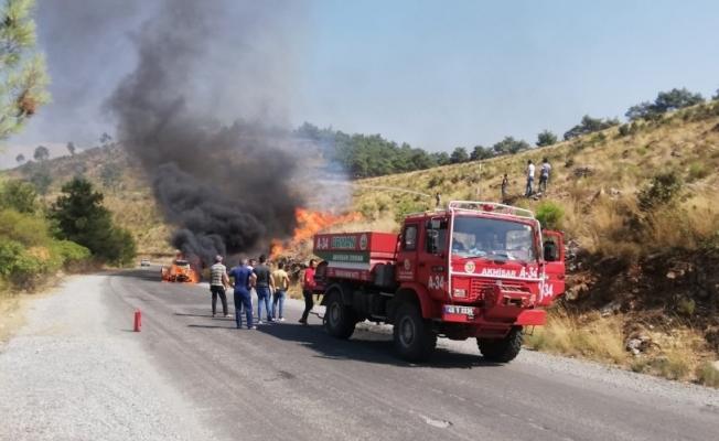 Otomobilde çıkan yangın makilik alana sıçradı