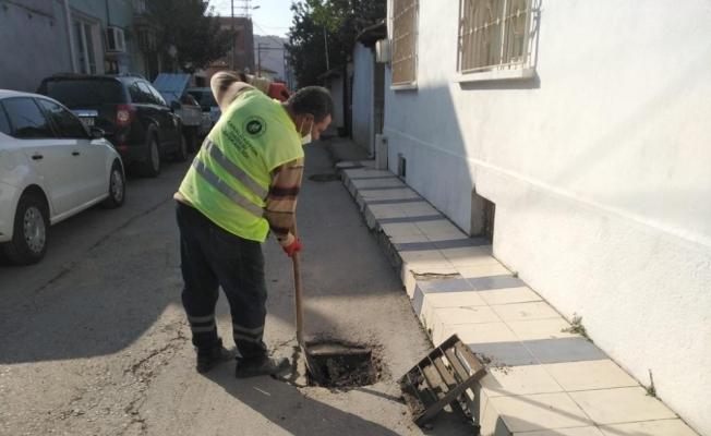 Akhisar'da yağmur suyu ızgaraları temizleniyor