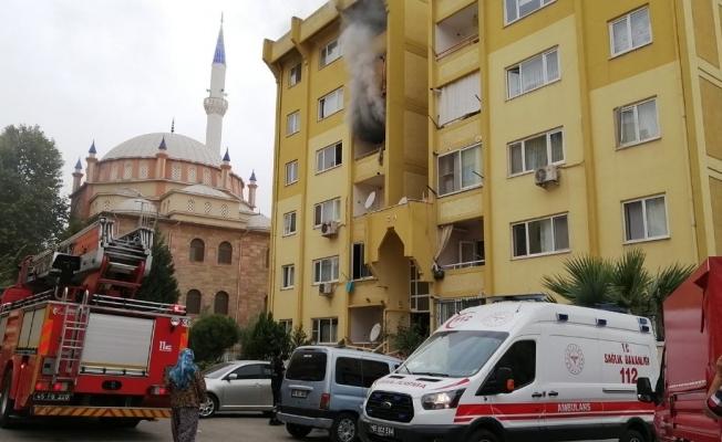Manisa'da ev yangını paniğe neden oldu