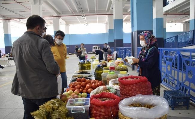Manisa'da üretici ile tüketiciyi buluşturan pazar