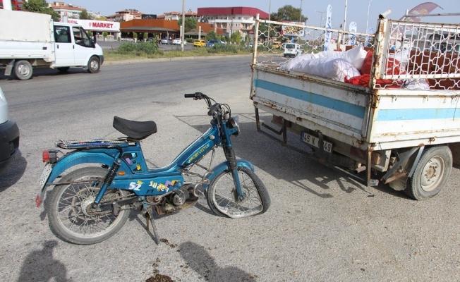 Motosiklet kamyonete yandan çarptı: 1 yaralı