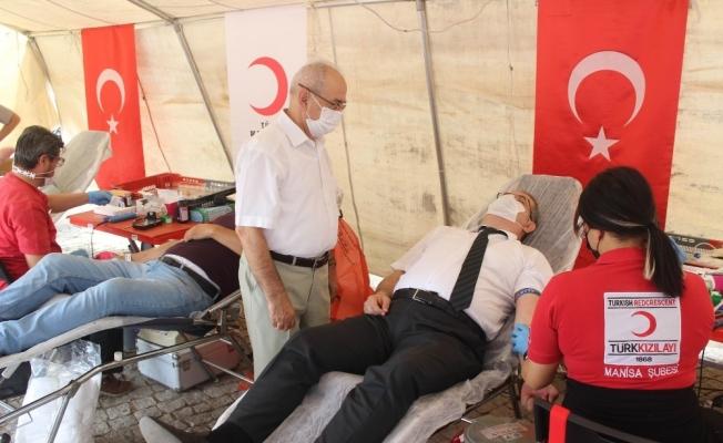 Salihli'den Kızılay'a kan desteği