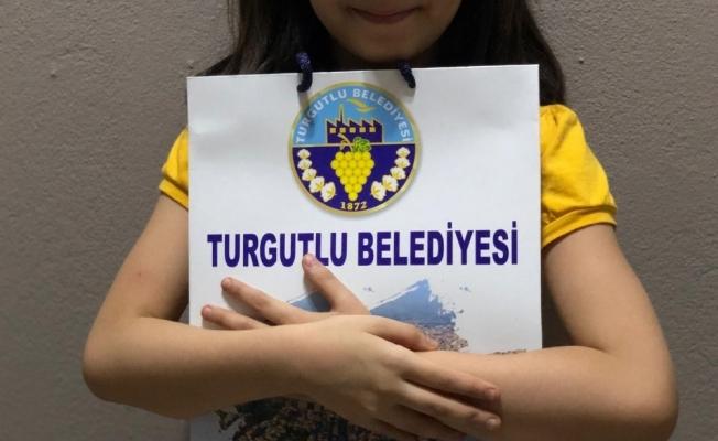 Turgutlu'da öğrenciler tabletleriyle buluşmaya başladı