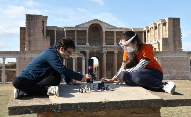 Antik kentte satranç turnuvası