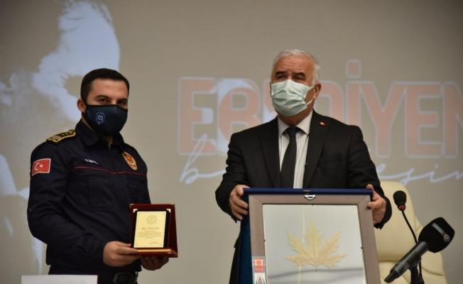 İzmir depreminin kahramanları onurlandırıldı