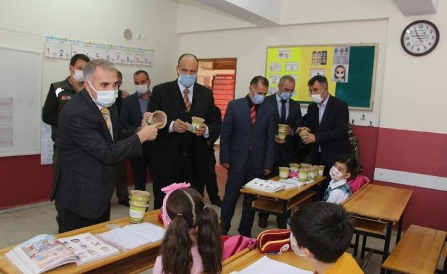 Kula'da 4 bin 500 öğrencinin tohumu fidana dönüşecek