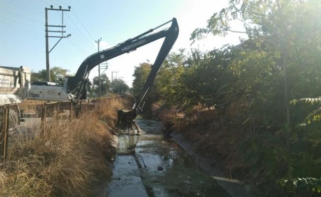 Manisa merkezde 9 kilometrelik dere temizlik çalışması tamamlandı