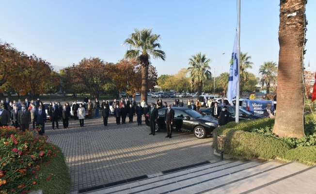 Salihli Belediye personelinden Ata'ya saygı duruşu