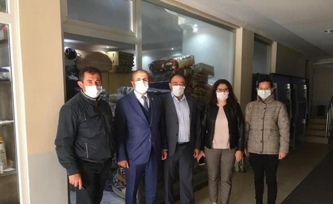 Sarıgöllü eğitimcilerden İzmirli depremzedelere battaniye