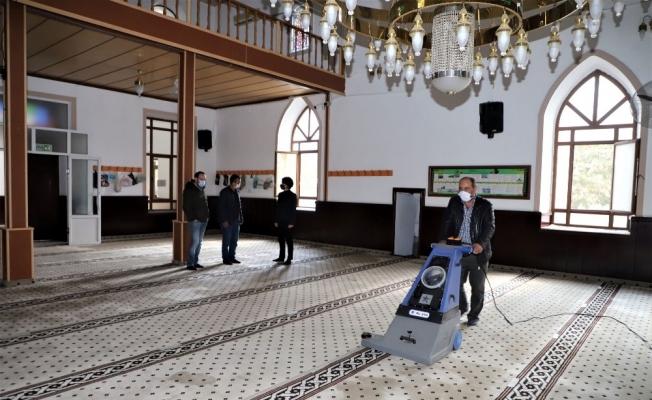 Turgutlu Belediyesinden camilere kış temizliği