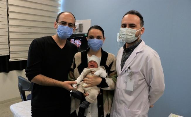 Riskli doğum sonrası bebeklerine doktorlarının adını verdiler