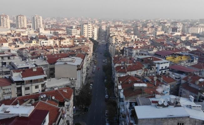 Şehrin sessizliğinde okunan salalar yankılandı
