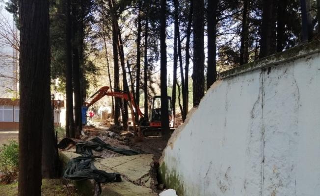 İstinat duvarı yıkıldı belediyeyi su bastı