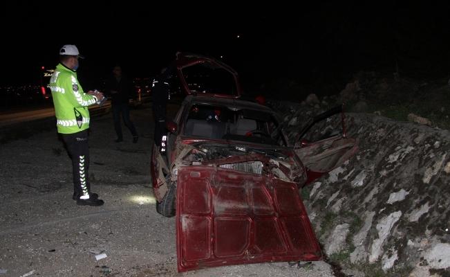 Arka tekeri kopan otomobil şarampole devrildi: 1 yaralı