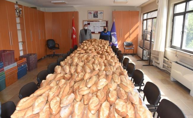Manisa'da açıkta satılan binlerce ekmeğe el konuldu