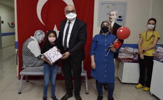 Rektör Ataç 23 Nisan'ı çocuklarla birlikte kutladı