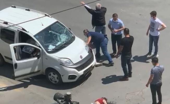 Elektrikli bisikletle ticari araç çarpıştı: 2 kız kardeş yaralandı