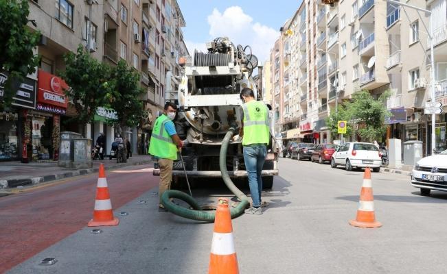 Manisa merkezin altyapı temizlikleri sürüyor