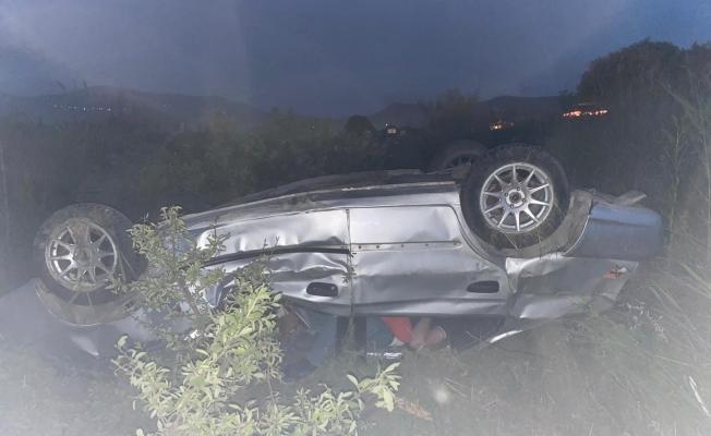 Manisa'da yoldan çıkan otomobil takla attı: 2 yaralı