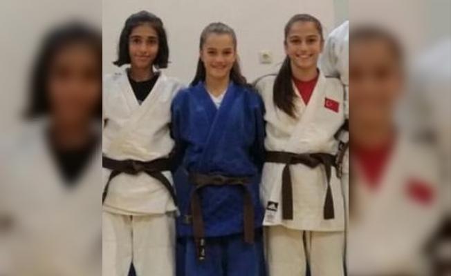 Salihlili 3 judocuya milli görev