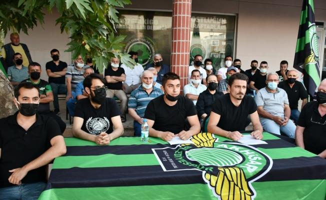 Akhisarspor'da yönetim ile taraftar dernekleri arası açıldı