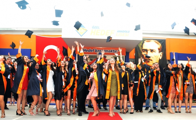 Hedef Anadolu Lisesi'nde mezuniyet coşkusu