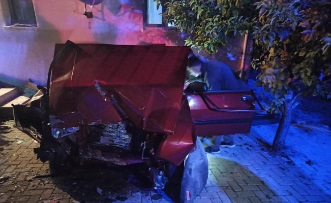 Kontrolden çıkan araç sağlık evinin bahçe duvarına çarptı: 1 ölü