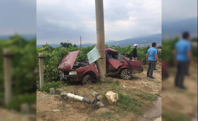Kontrolden çıkan otomobil elektrik direğine çarptı: 1 yaralı
