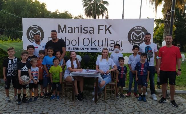 Manisa FK İzmir Futbol Okulu açıldı