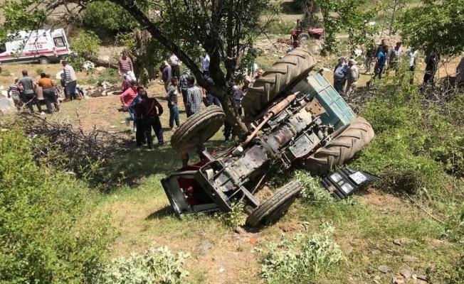 Manisa'da traktör devrildi: 5 yaralı