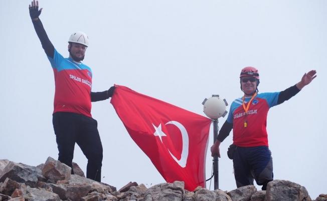 Manisalı dağcılar Aydos Dağı'nda zirve yaptı