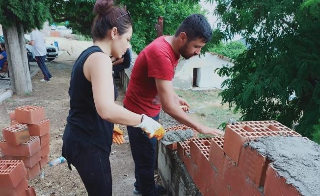 Manisalı gönüllüler köy okulunu yeniliyor