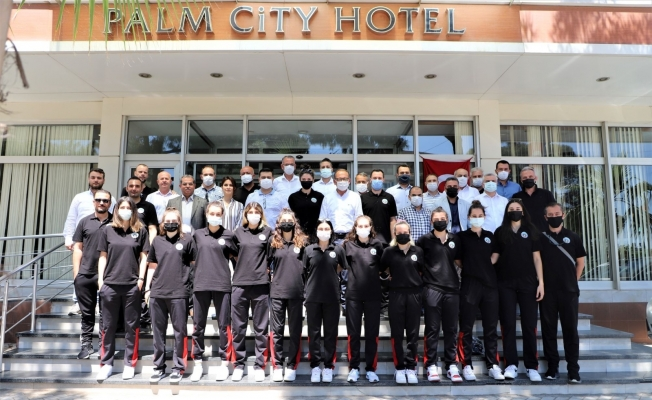 Turgutlu Belediyesi Kadın Basketbol Takımı'na moral kahvaltısı