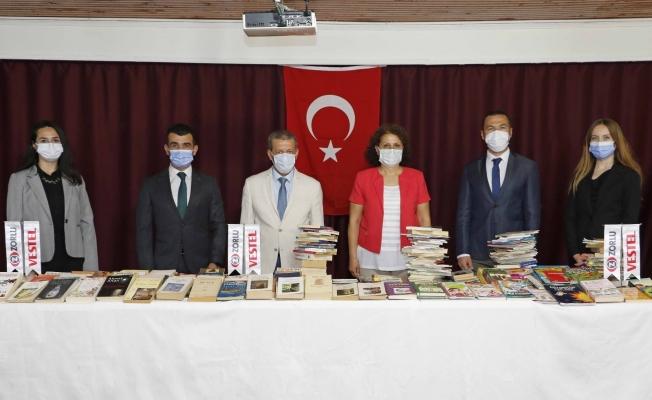 Vestel beyaz eşya çalışanlarından Manisa İl Halk Kütüphanesine kitap bağışı