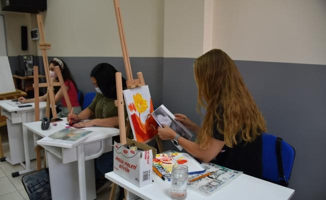 Yunusemreli kadınlar resim yeteneklerini geliştiriyor