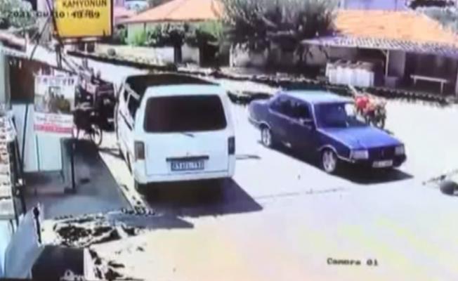 Bir anda yola fırlayan çocuğa araç çarptı
