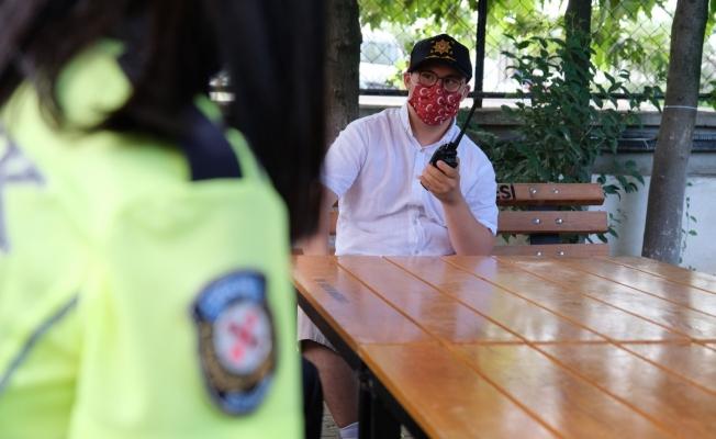 Down sendromlu gencin polislerle tanışma hayali gerçek oldu