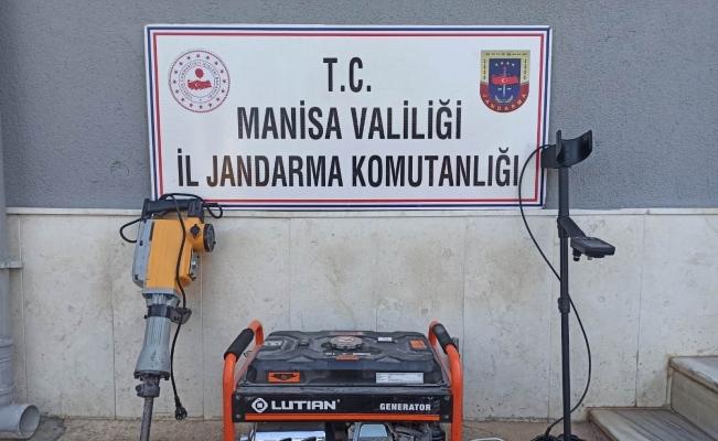 Manisa'da kaçak kazı yapan 4 kişi suçüstü yakalandı