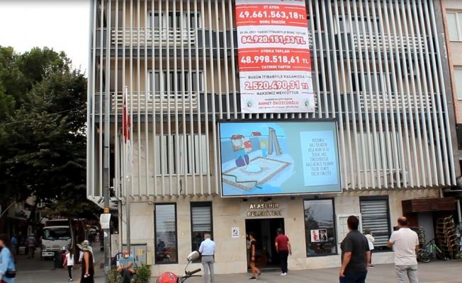 Alaşehir Belediyesi hem borç ödüyor hem de hizmet üretiyor
