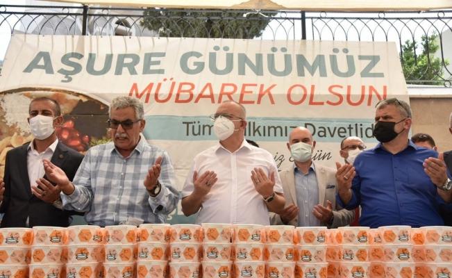 Başkan Ergün vatandaşlarla buluştu, aşure ikram etti