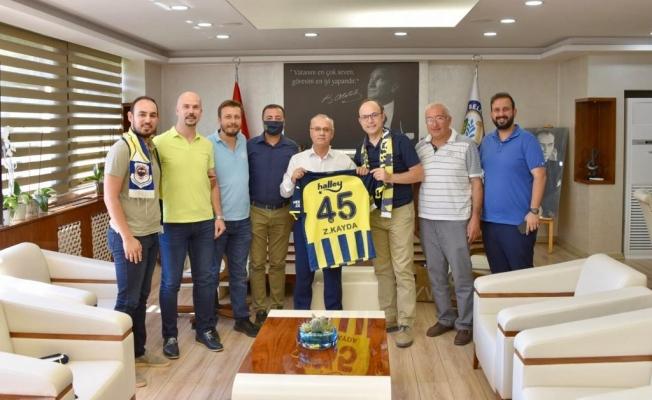 Fenerbahçeliler Derneğinden Başkan Kayda'ya forma hediyesi