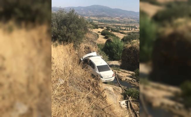Kontrolden çıkan otomobil dereye uçtu: 1 yaralı