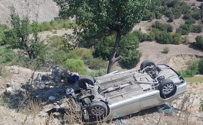 Kontrolden çıkan otomobil şarampole devrildi: 1'i ağır 3 yaralı