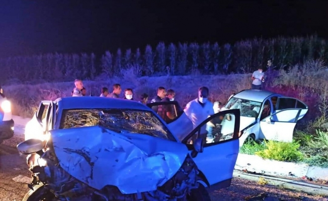 Manisa'da otomobiller kafa kafaya çarpıştı: 1 ölü, 3 yaralı